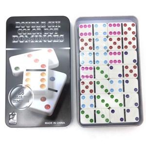 Imagen de Dominó, 28 piezas de plástico, en caja de metal