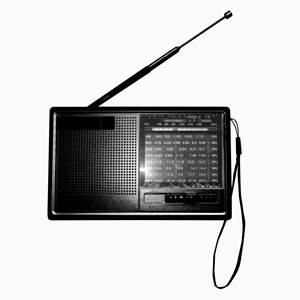 Imagen de Radio AM/FM recargable USB, NEGRO, luz y led, en caja