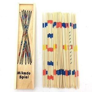 Imagen de Mikado, palitos de madera, en caja de madera